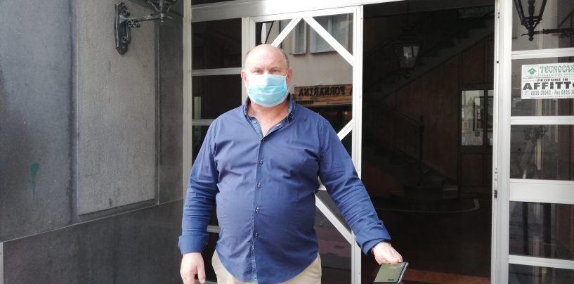 """Odore acre, città semivuota e con """"mascherina"""": l'incendio spaventa Avellino"""
