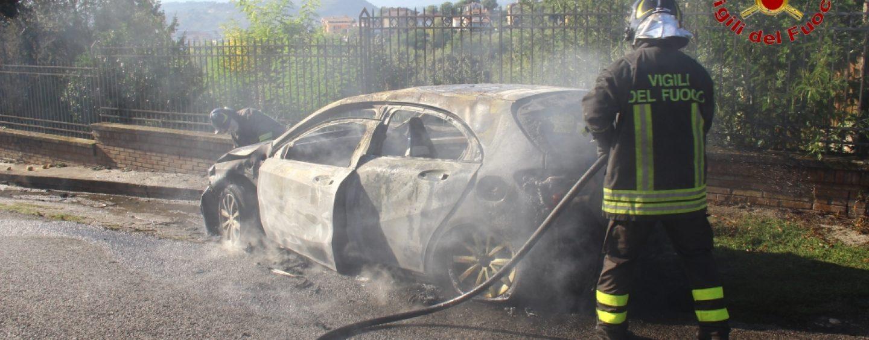 Auto in fiamme a San Potito Ultra, i Vigili del Fuoco evitano il peggio