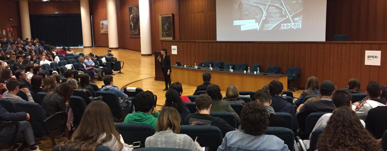 A scuola di educazione finanziaria: 400 studenti alla conferenza-spettacolo della Bper di Avellino