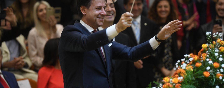"""Premier Conte direttore d'orchestra per un giorno al Conservatorio di Avellino. """"Ragazzi studiate perché è importante"""""""