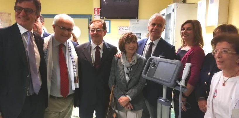 """FOTO / Polizia, un ecografo per accessi venosi al """"Moscati"""" di Avellino. """"Donare sangue salva la vita anche a se stessi"""""""