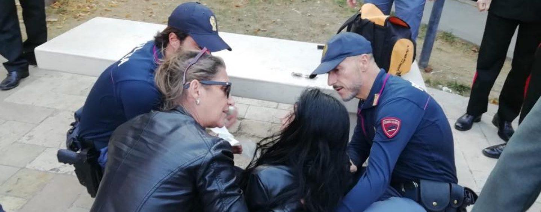 Matera, due agenti di polizia della Questura di Avellino salvano una donna colta da malore