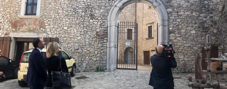 FOTO/ La Rai tra i vicoli e il castello di Montemiletto