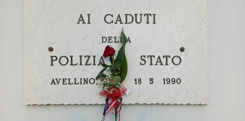 """Per """"i figli delle stelle"""" Pierluigi e Matteo: Avellino saluta i poliziotti di Trieste, commovente gesto di una bimba"""