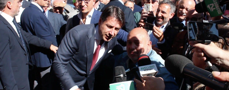 L'autografo sulla tuta di lavoro, i selfie e la riserva di Fiano 2017: il dietro le quinte del Conte's day