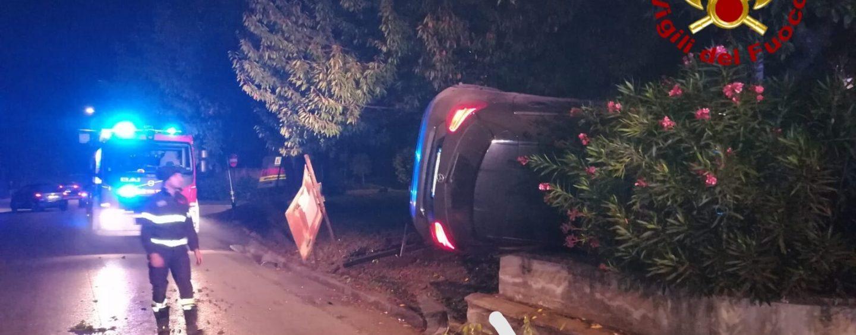 Incidente a Serino, un'auto si ribalta: tanta paura, illesi i conducenti. Paura anche a Solofra