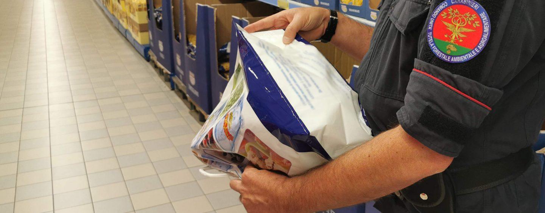 Carabinieri forestali, controlli a tappeto in alcuni supermercati irpini: sequestri e denunce