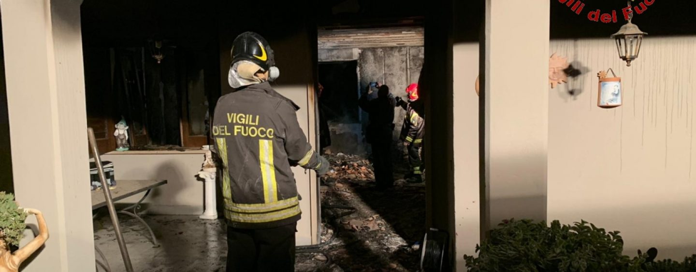 Montemiletto, fiamme in un appartamento: giovane in ospedale