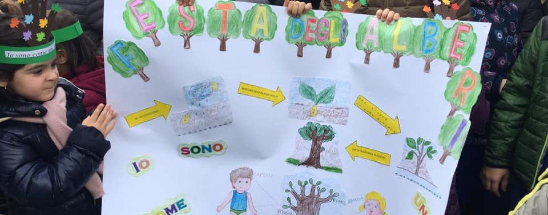 """""""Pianti…Amo il Natale"""", gli alunni delle scuole di San Michele di Serino celebrano gli alberi"""