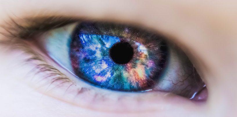 Le lenti a contatto colorate, il monito degli esperti: sono da evitare