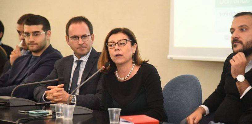 """La Ministra De Micheli incontra i giovani irpini e promuove l'operato di De Luca: """"Fatto tanto per la Campania"""""""