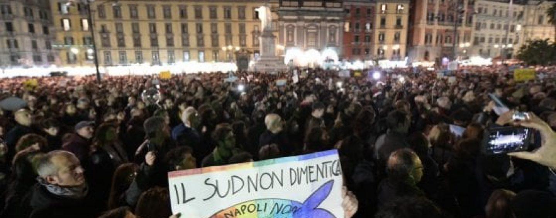 Sardine, a Napoli diecimila in piazza: oggi tocca ad Avellino