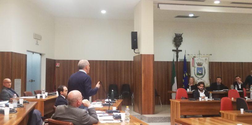 """Sgravi ai commercianti, lo scontro continua. La maggioranza a Nicola Giordano: """"Lei vende solo fumo"""""""