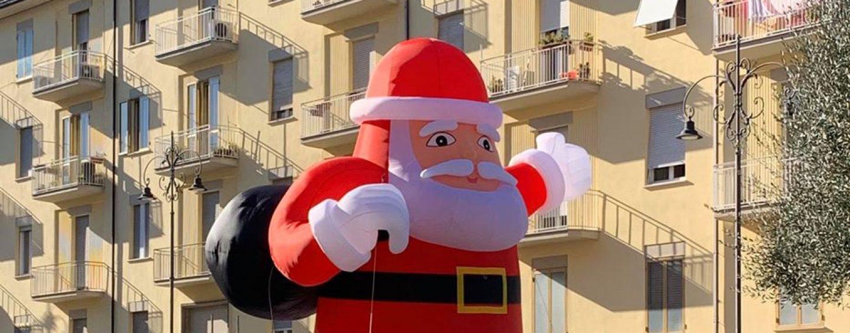 """Avellino Christmas City"", la fase due: domani parco dei bimbi e spuntano Babbi Natale giganti"