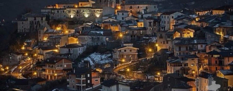 """A Castelvetere sul Calore si """"accende"""" il Natale"""