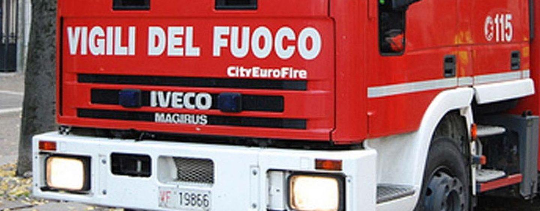 Mercogliano, vigili del fuoco soccorrono famiglia bloccata in ascensore
