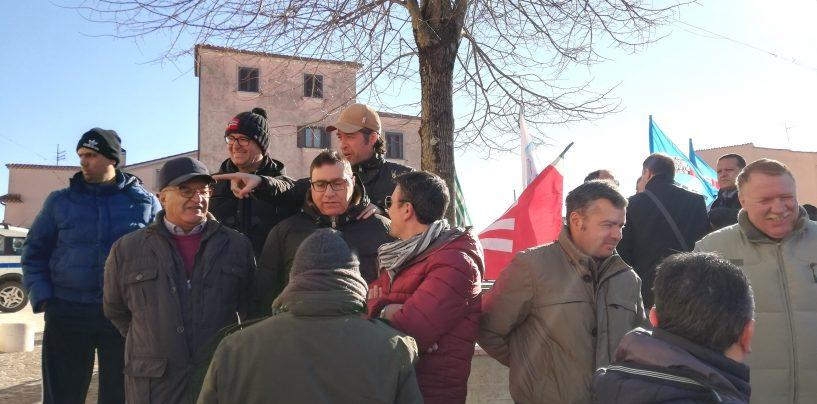 """Novolegno, monta la rabbia dei lavoratori: """"Andremo a protestare in Friuli a casa di Fantoni"""""""