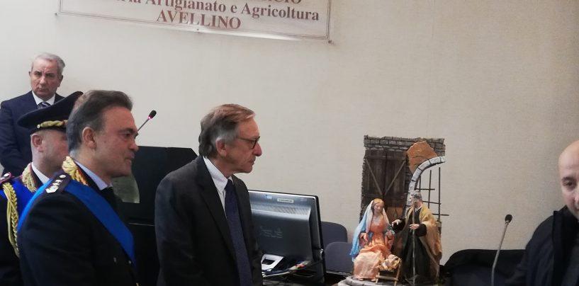 """""""Lei per noi è un eroe"""": il premio dei vigili urbani al Procuratore Cantelmo"""