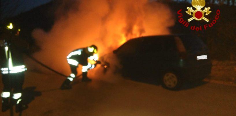Ancora fiamme ad Atripalda: l'incendio distrugge un'auto
