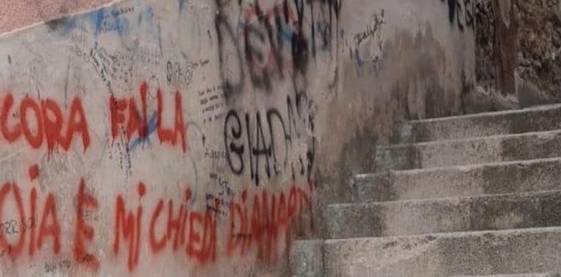 Svastiche e mura imbrattate a Mirabella Eclano: identificati e denunciati i due giovani autori