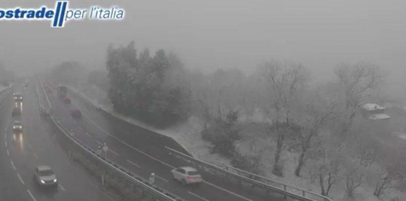 A16 imbiancata: fiocchi di neve tra Baiano e Avellino Est