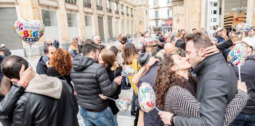 Baciamoci tutti: il flash mob di San Valentino, appuntamento domani al Vomero