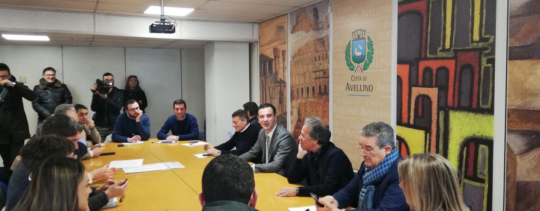 """Lotta allo smog, prima intesa tra i sindaci di Avellino e dell'hinterland : """"Il blocco delle auto non serve"""""""