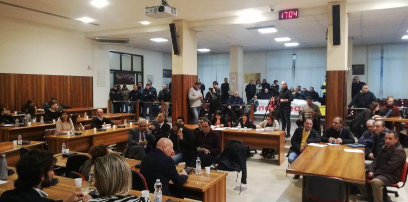 """Consiglio comunale, l'Irpinia si stringe ai lavoratori Novolegno. """"Chiediamo rispetto dal Governo e da Fantoni"""""""