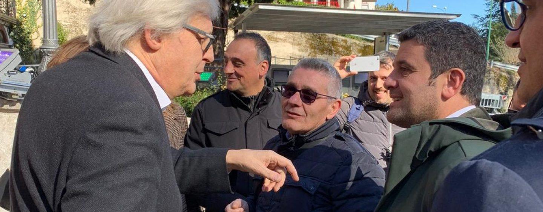 Blitz di Vittorio Sgarbi a Mercogliano, pronto a salire a Montevergine