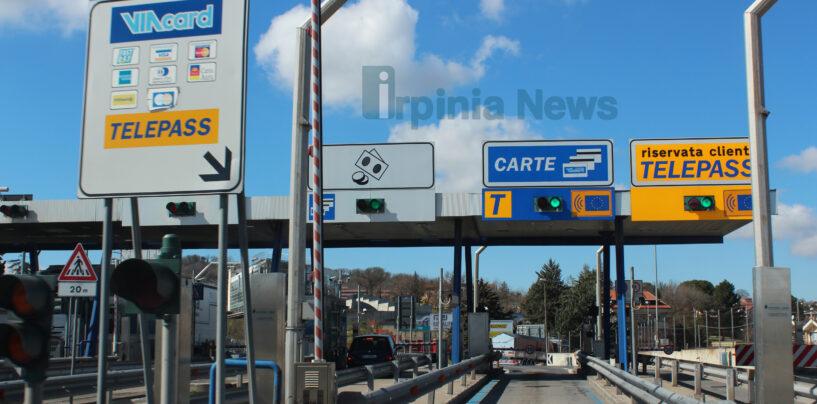 Tentata rapina sull'A16 tra Candela e Cerignola: incendiate due auto per bloccare un mezzo