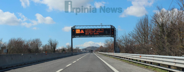 Baiano, auto distrutta dalle fiamme sull'A16