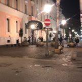 Salerno, protesta contro il Dpcm: nella notte petardi e cassonetti rovesciati