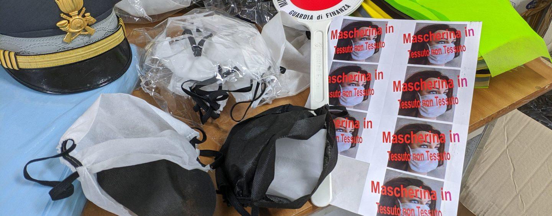 FOTO/ Covid-19, c'è anche chi produce e vende mascherine non adatte alla protezione: scoperto dalla Finanza