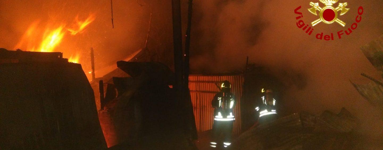 Serino, incendio nella notte in un deposito agricolo