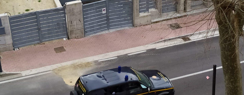"""San Potito Ultra: ancora troppe persone in giro, la Protezione civile con il megafono """"dispensa"""" consigli"""