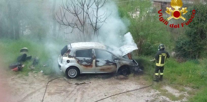 Auto prende fuoco a Prata Principato Ultra, fiamme spente dai caschi rossi