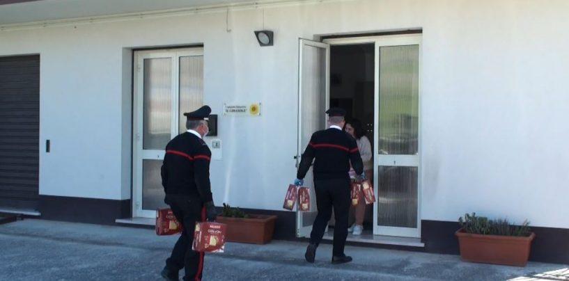 FOTO / San Bartolomeo in Galdo: colombe ai bambini, il regalo dei carabinieri alle case famiglia