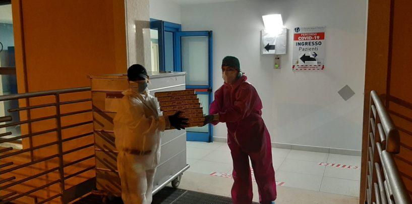 Riapre e regala pizze al reparto Covid del Moscati: la solidarietà di Braciami