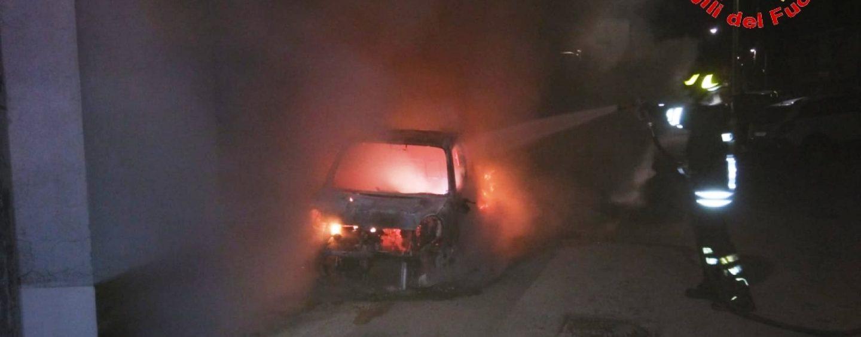 Incendio nella notte a Forino, l'intervento dei Caschi Rossi evita gravi conseguenze