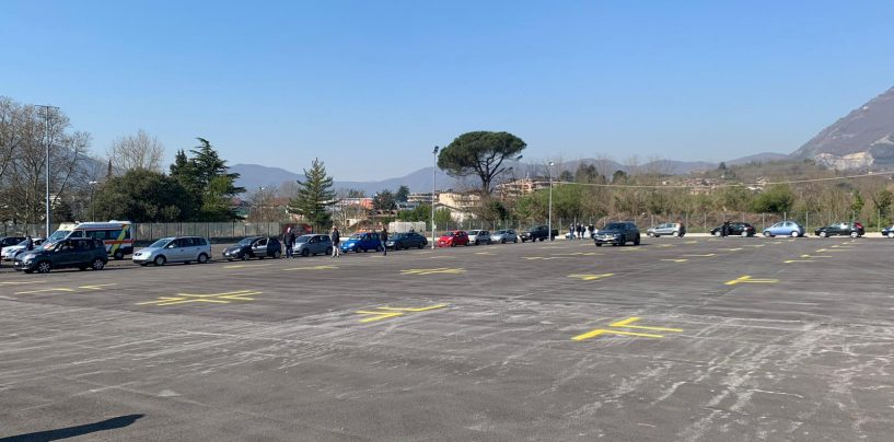 """Test rapidi, grande fila di auto a Campo Genova. Assembramento?  I medici: """"Per fortuna tutti con mascherine"""""""