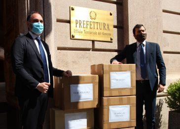 """FOTOGALLERY/ Migliaia di mascherine per i """"frontliner"""", coloro che combattono il virus in prima linea"""