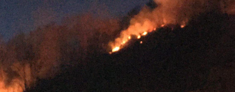 """Incendio a Montaguto, chiusa la strada statale 90 """"delle Puglie"""""""