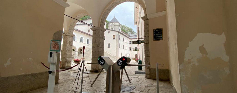 Riaprono i luoghi di culto e riprendono le messe: gli orari del Santuario di Montevergine