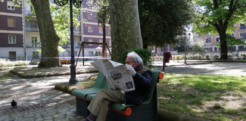 """Ogni giorno la stessa panchina in Villa e il giornale: ritorna l'antico """"rito"""" del signor De Rogatis, il primo """"avventore"""" post lockdown"""