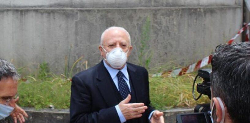 """Tensione a Mondragone, 43 positivi. De Luca sul posto: """"Le palazzine vanno blindate"""""""