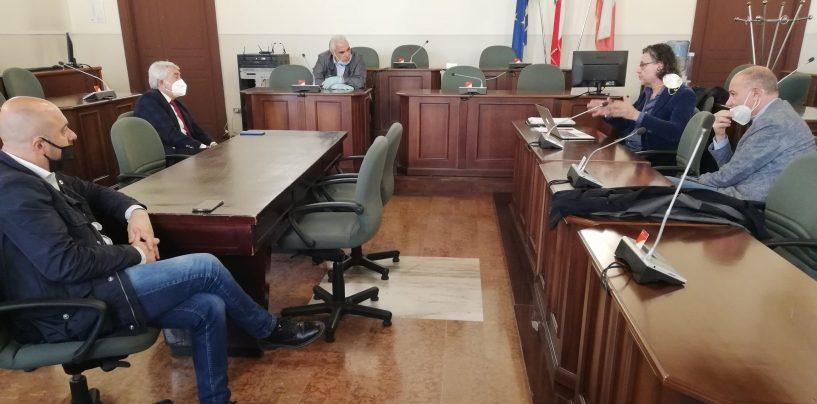 Tassa rifiuti e agevolazioni per le attività commerciali rimaste chiuse: vertice tra Provincia, Ato e IrpiniAmbiente