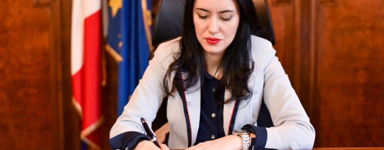 """Il ministro Azzolina a """"Il Messaggero"""": scuola, in arrivo banchi singoli"""