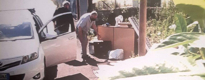FOTO/ Senza sosta la lotta agli incivili del sacchetto: in 40 beccati ad abbandonare rifiuti in città