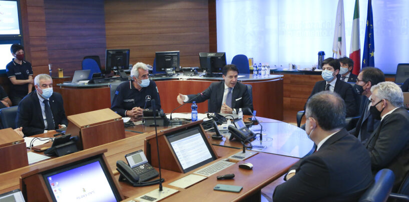 """Covid, il ministro della Salute firma l'ordinanza: 5 regioni """"arancioni"""". Campania ancora """"gialla"""""""