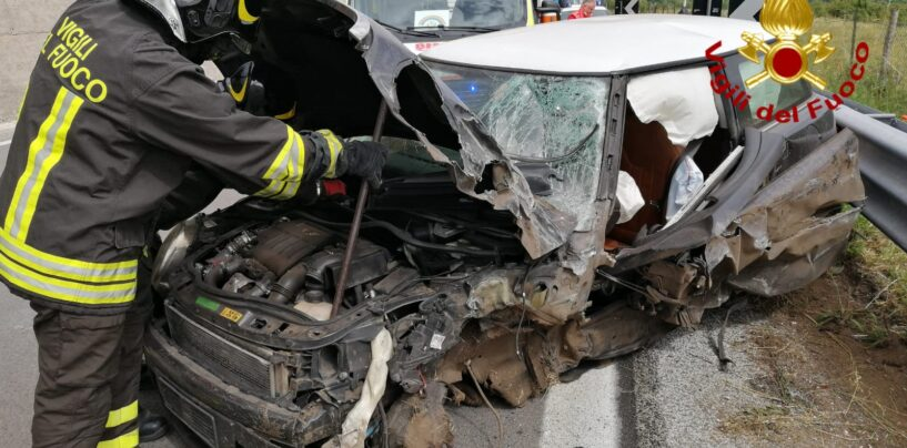 Grave incidente stradale sull'Ofantina: in due trasportati al Moscati